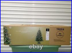 4.5 FT X 33 in Berry and Flocked Spruce Christmas Tree 440 Tips 200 UL Lights